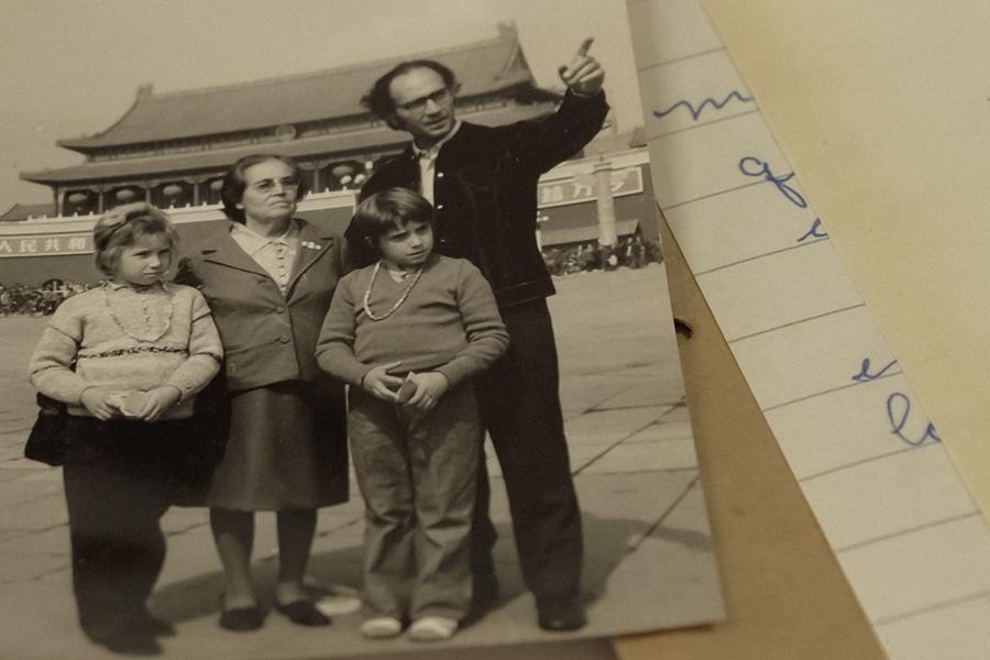 Fotografia antiga de familia brasileira na Cidade Proibída